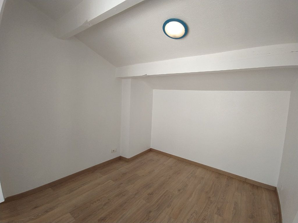Appartement à louer 2 33.08m2 à Istres vignette-3