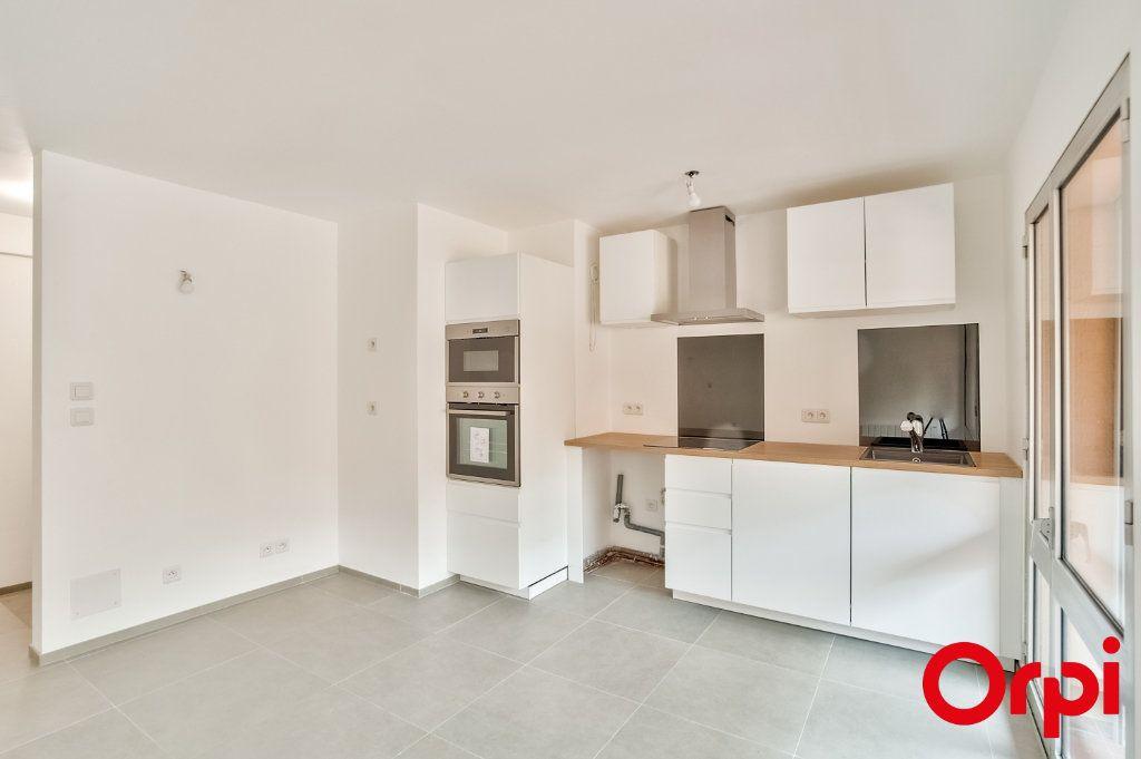 Appartement à louer 4 83.6m2 à Salon-de-Provence vignette-3