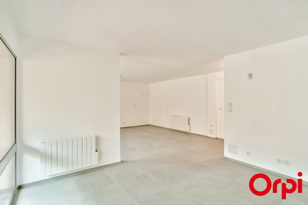 Appartement à louer 4 83.6m2 à Salon-de-Provence vignette-7