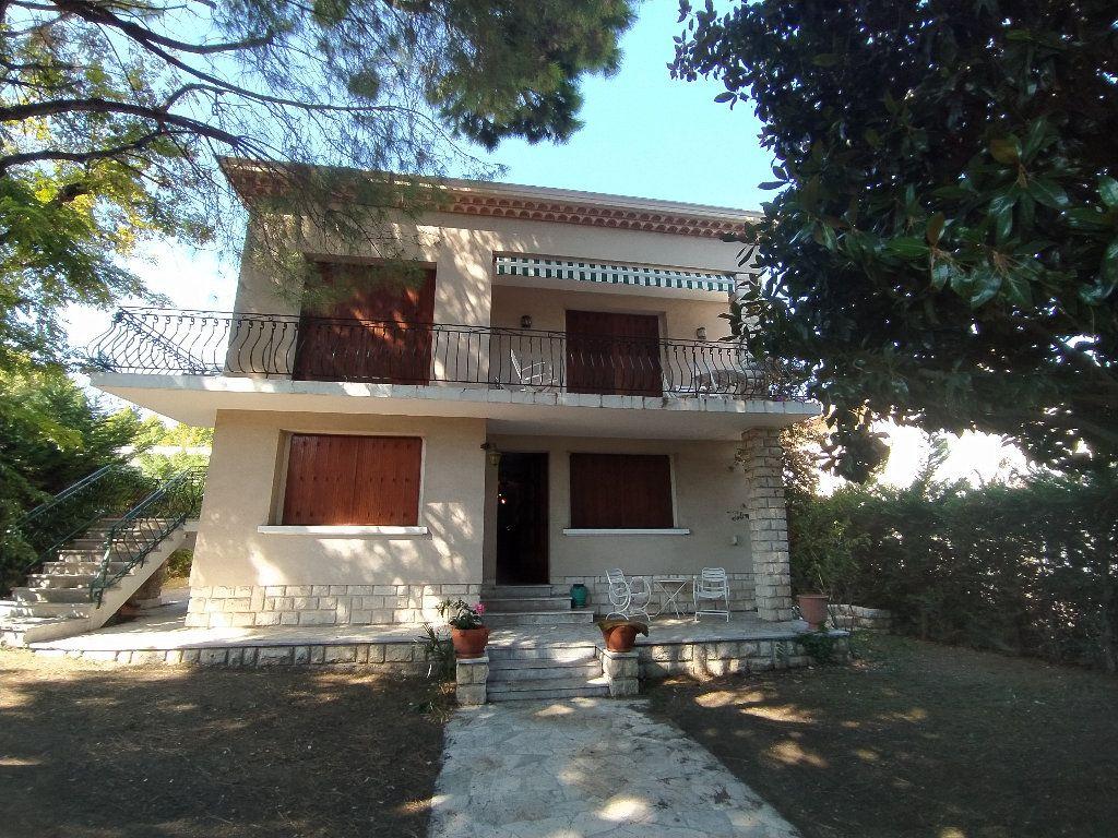 Maison à louer 7 191.78m2 à Miramas vignette-1