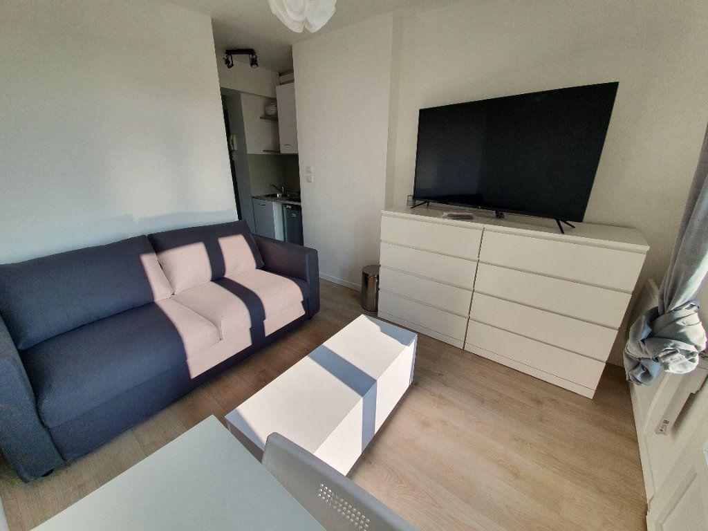 Appartement à louer 1 14.61m2 à Salon-de-Provence vignette-2