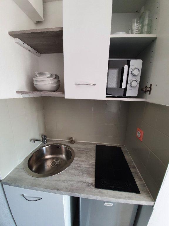 Appartement à louer 1 14.61m2 à Salon-de-Provence vignette-3