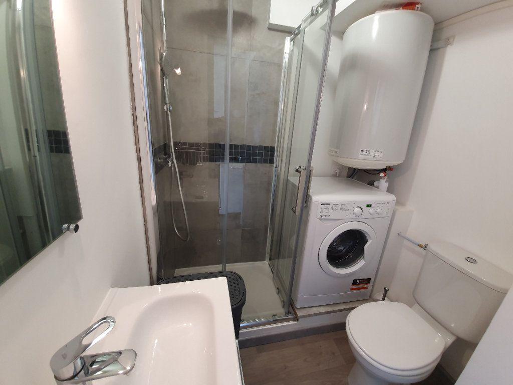 Appartement à louer 1 14.61m2 à Salon-de-Provence vignette-5
