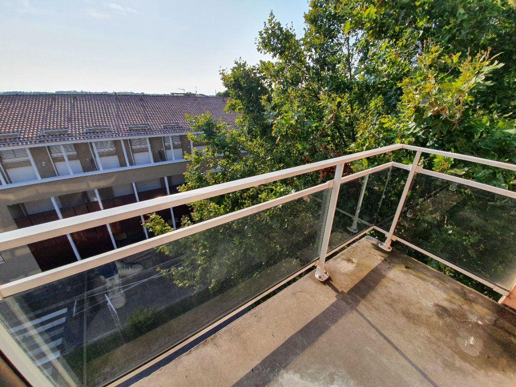 Appartement à louer 1 14.61m2 à Salon-de-Provence vignette-8