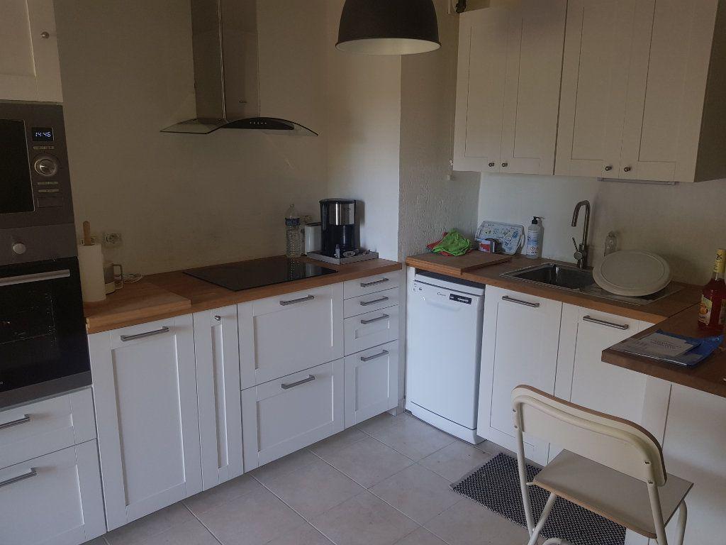 Appartement à louer 3 52.07m2 à Istres vignette-4