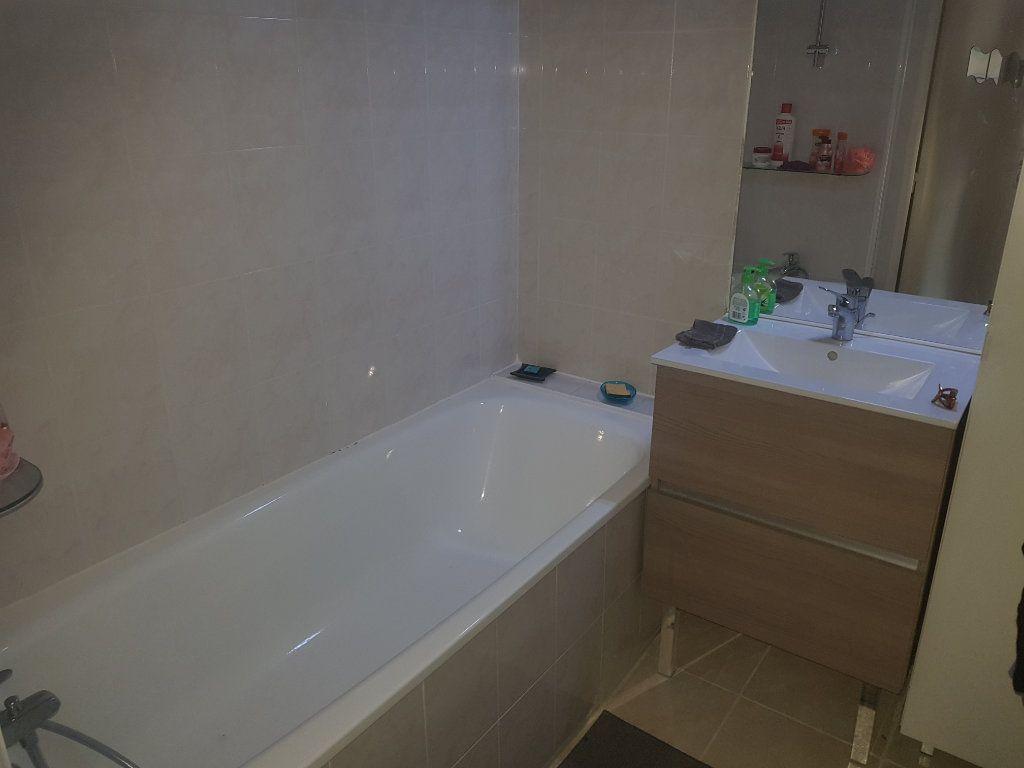Appartement à louer 3 52.07m2 à Istres vignette-7