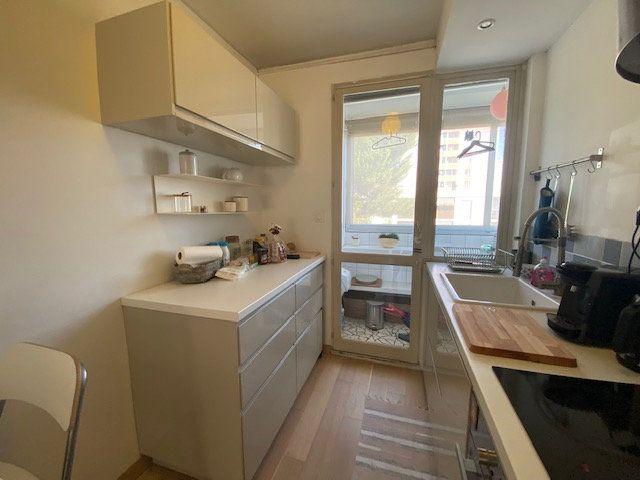 Appartement à louer 3 61.22m2 à Avignon vignette-2