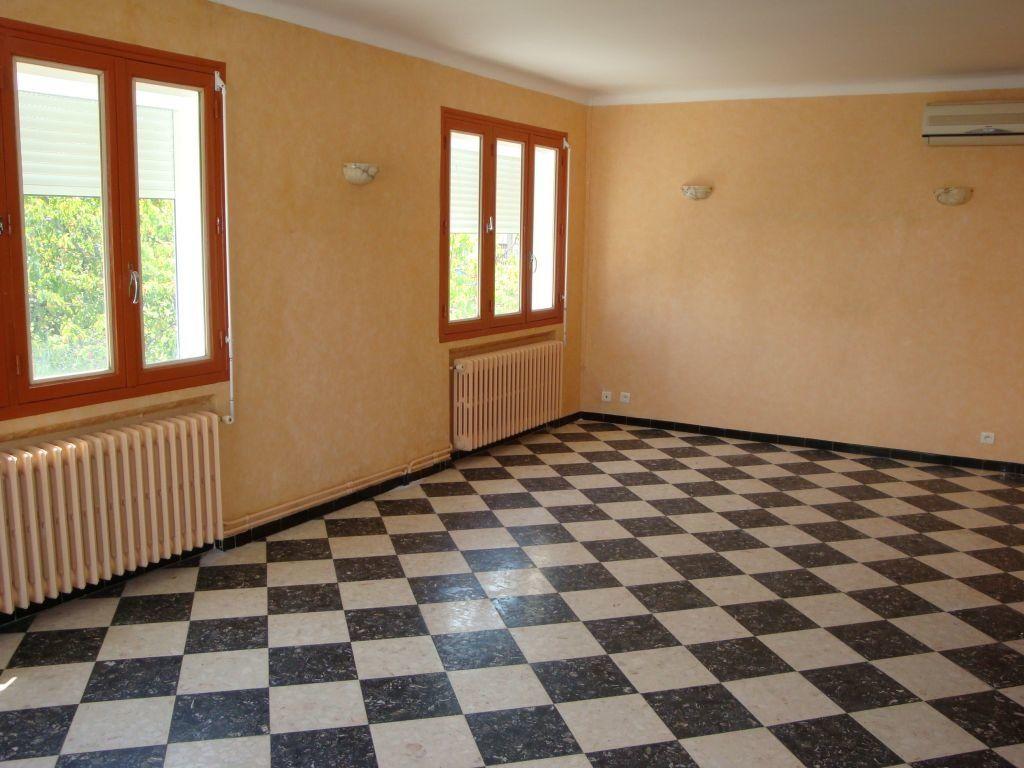 Appartement à louer 3 70m2 à Nîmes vignette-2