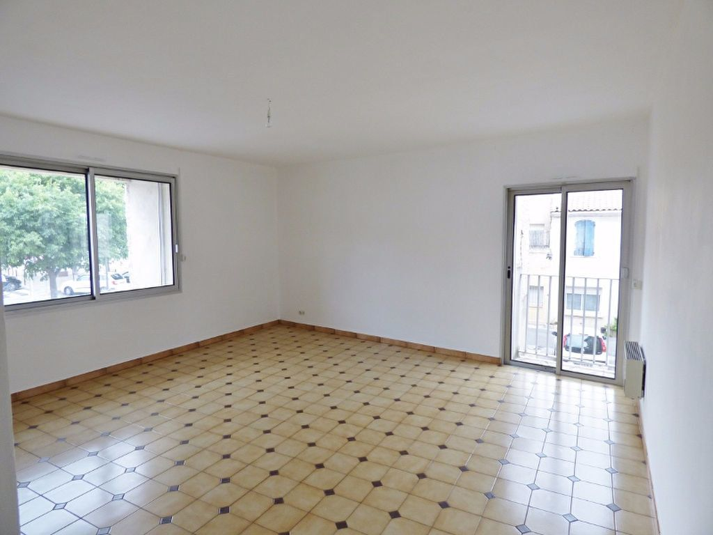 Appartement à louer 4 90m2 à Milhaud vignette-1