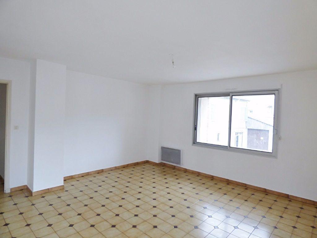 Appartement à louer 4 90m2 à Milhaud vignette-2