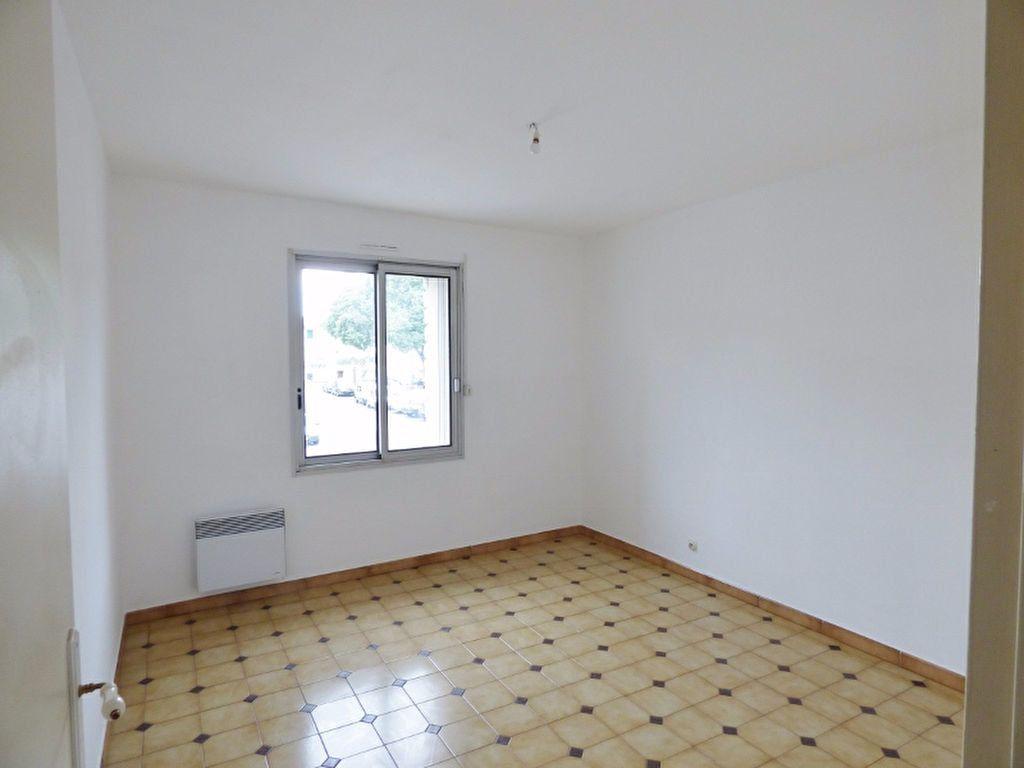 Appartement à louer 4 90m2 à Milhaud vignette-3