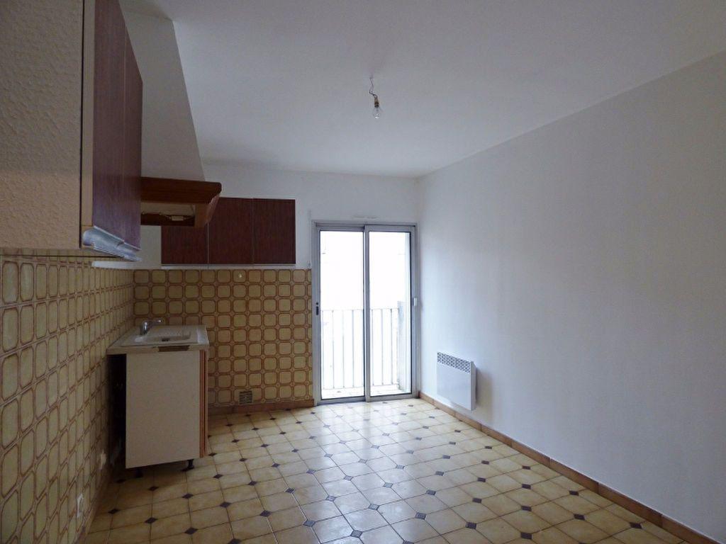 Appartement à louer 4 90m2 à Milhaud vignette-4