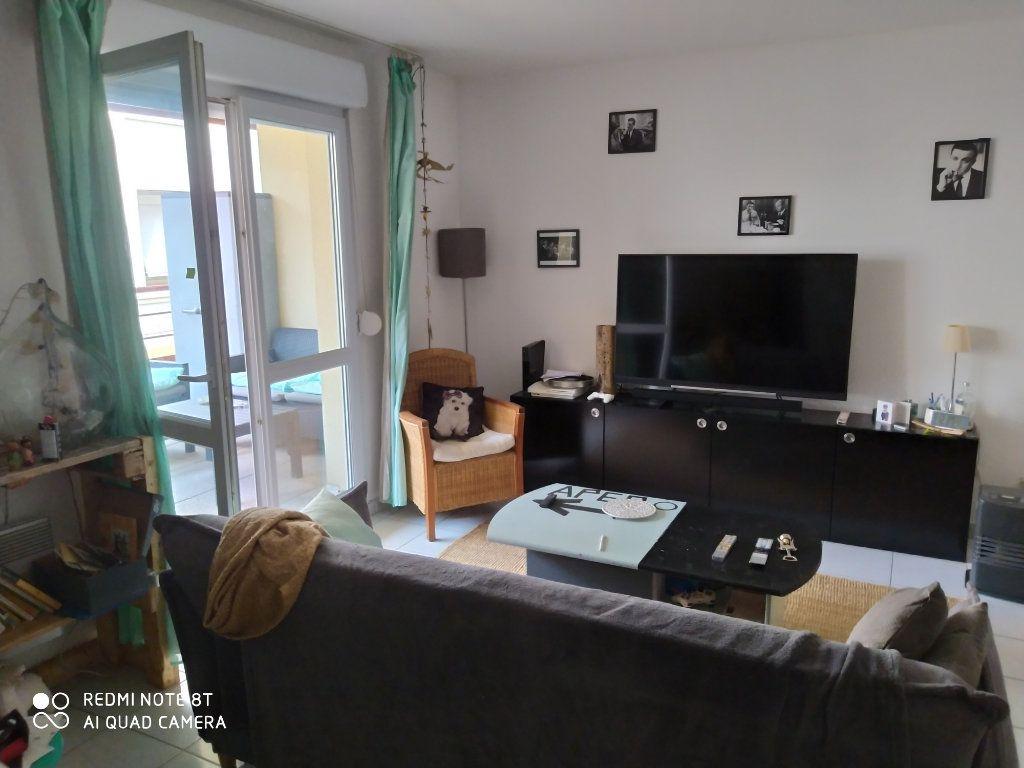 Appartement à louer 2 52m2 à Nîmes vignette-1