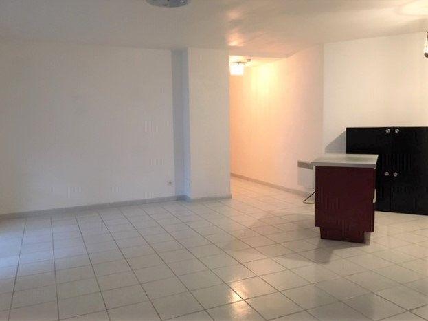 Appartement à louer 2 52m2 à Nîmes vignette-2
