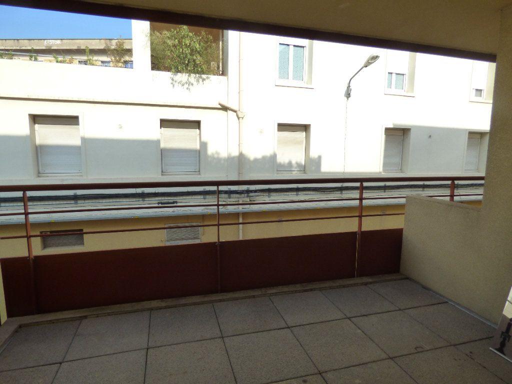 Appartement à louer 2 52m2 à Nîmes vignette-4