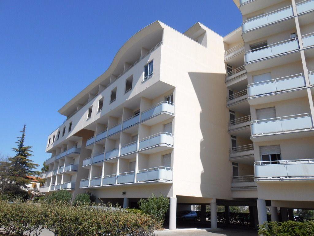 Appartement à louer 1 22m2 à Nîmes vignette-1