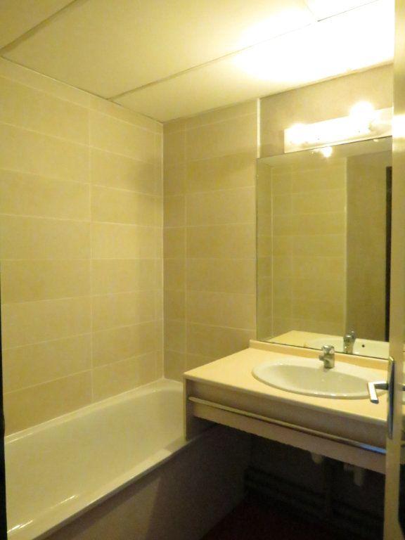 Appartement à louer 1 22m2 à Nîmes vignette-4