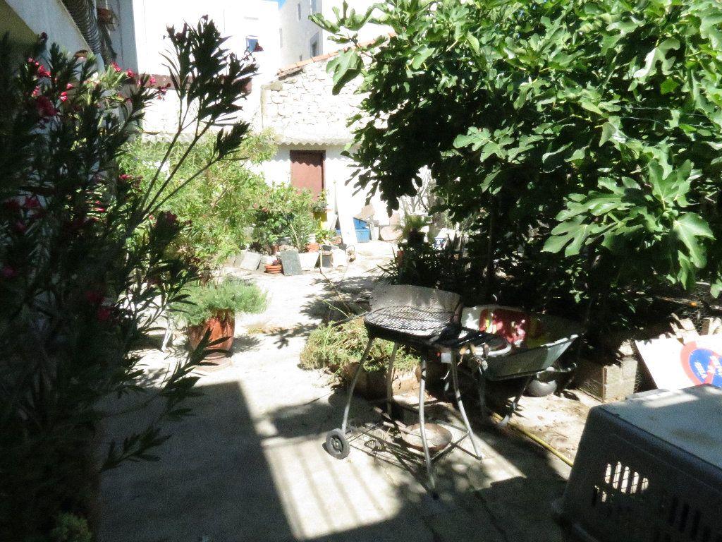 Maison à vendre 9 411.63m2 à Nîmes vignette-2