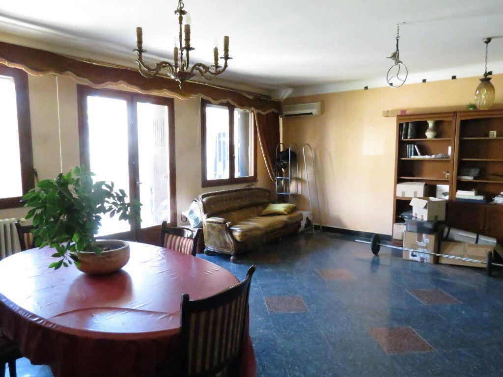 Maison à vendre 9 411.63m2 à Nîmes vignette-3
