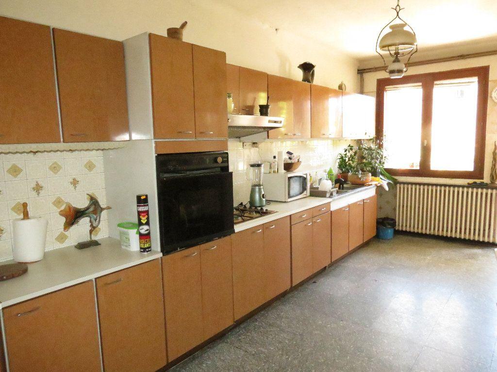 Maison à vendre 9 411.63m2 à Nîmes vignette-4