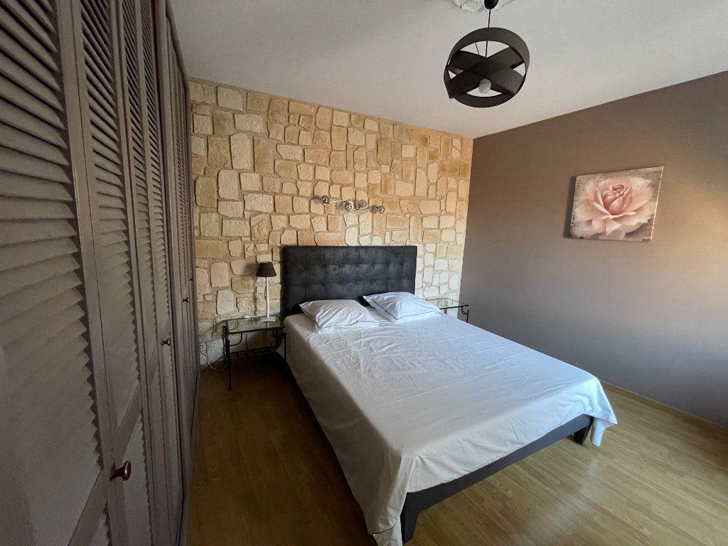 Maison à louer 4 117.23m2 à Marguerittes vignette-6