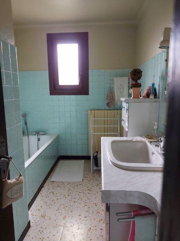 Maison à louer 6 106m2 à Marguerittes vignette-5