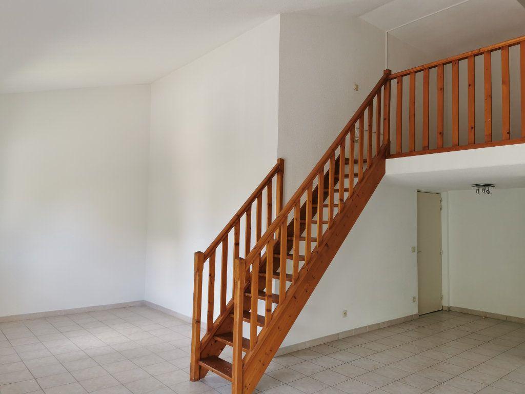 Appartement à louer 3 74m2 à Marguerittes vignette-1