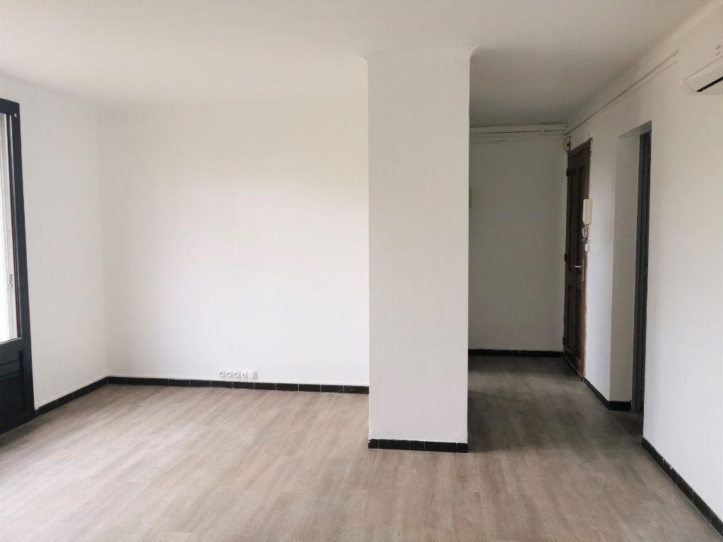 Appartement à louer 4 64.29m2 à Nîmes vignette-1