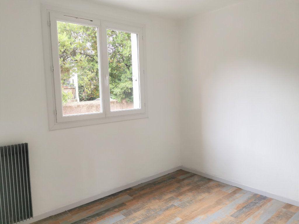 Appartement à louer 4 64.29m2 à Nîmes vignette-4