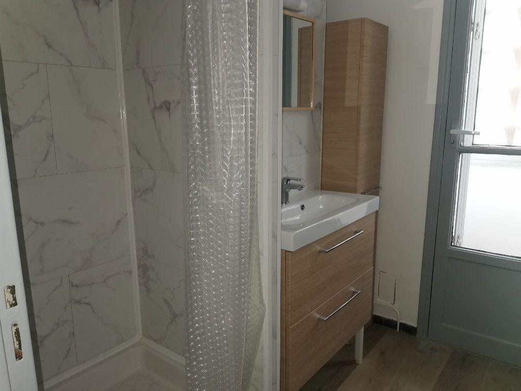 Appartement à louer 4 64.29m2 à Nîmes vignette-5