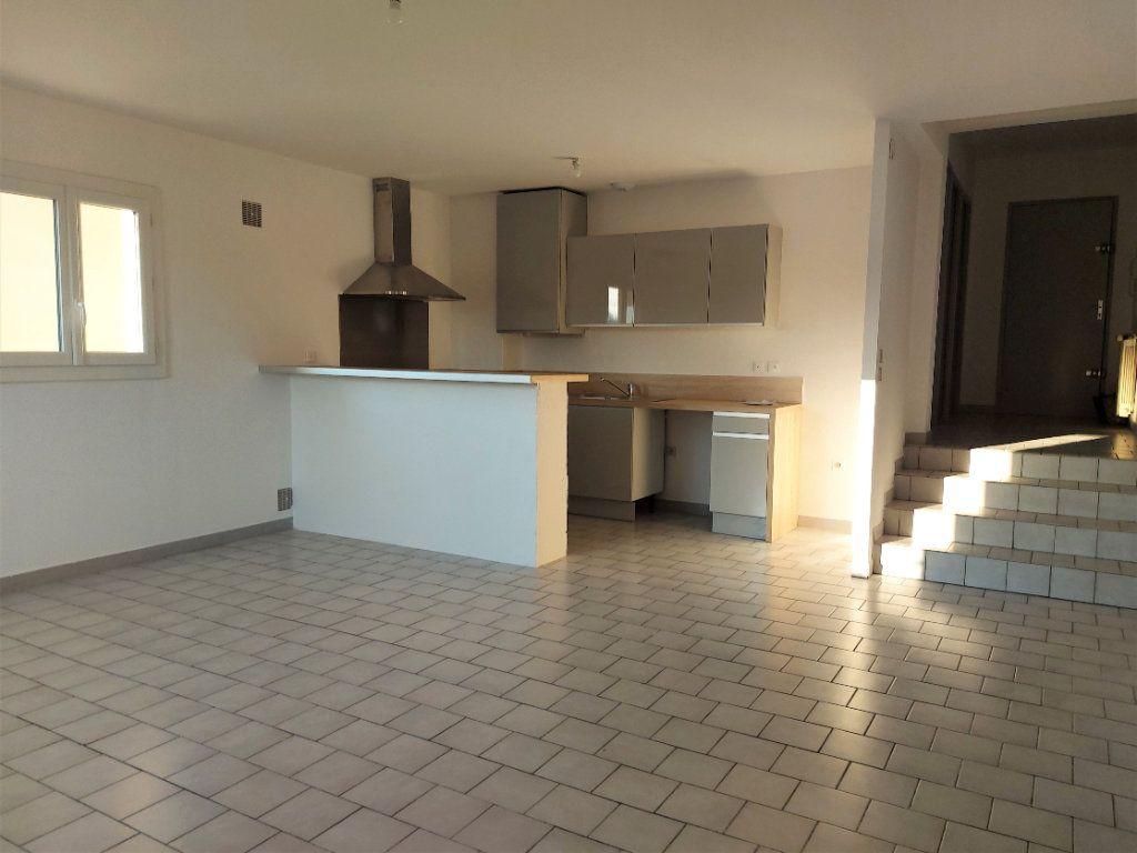 Appartement à louer 3 67.78m2 à Nîmes vignette-1