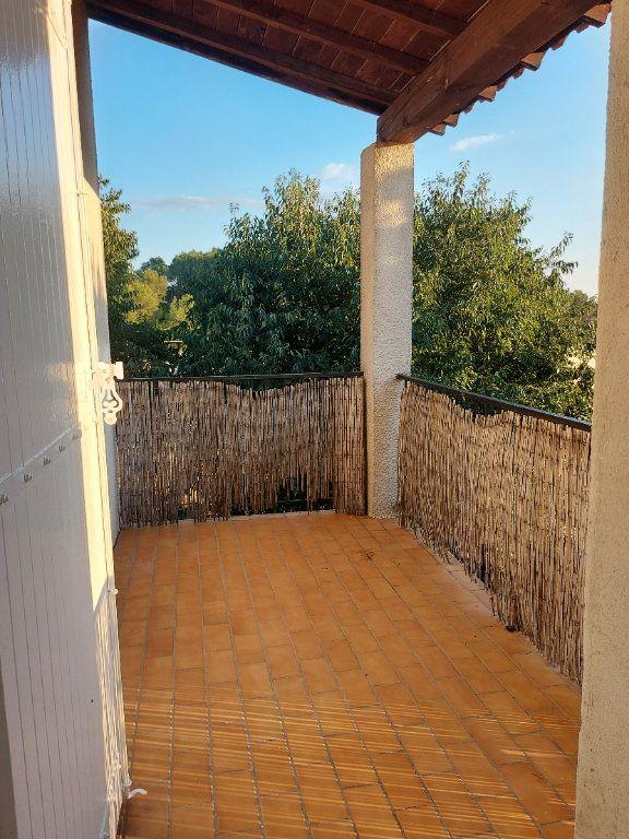 Appartement à louer 3 67.78m2 à Nîmes vignette-2