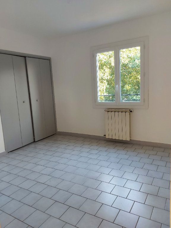Appartement à louer 3 67.78m2 à Nîmes vignette-3