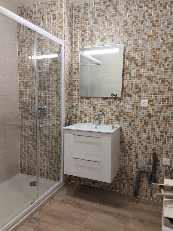 Appartement à louer 3 67.78m2 à Nîmes vignette-4