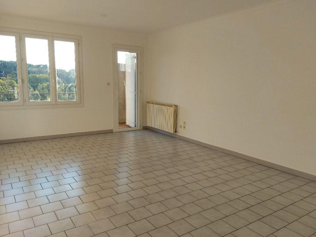 Appartement à louer 4 95.58m2 à Nîmes vignette-3