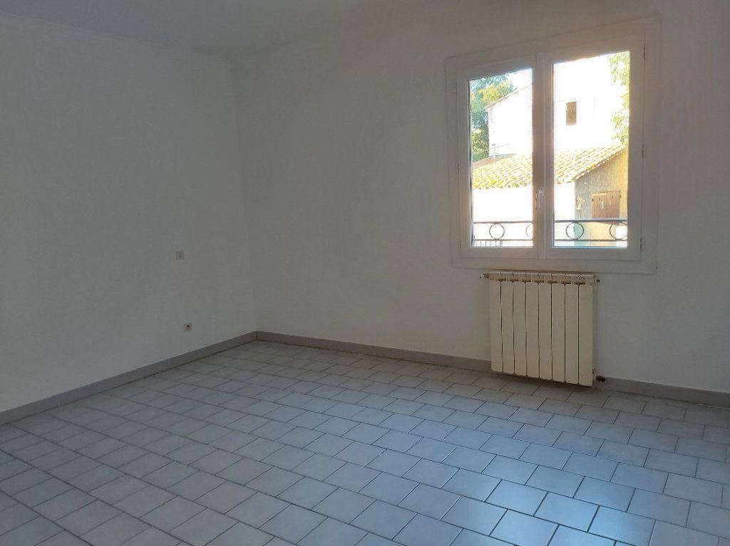 Appartement à louer 4 95.58m2 à Nîmes vignette-4