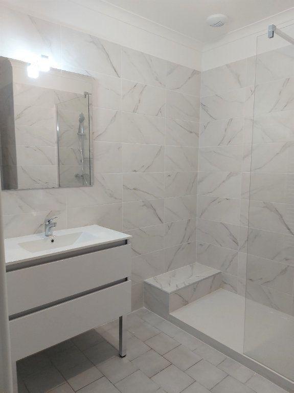 Appartement à louer 4 95.58m2 à Nîmes vignette-5