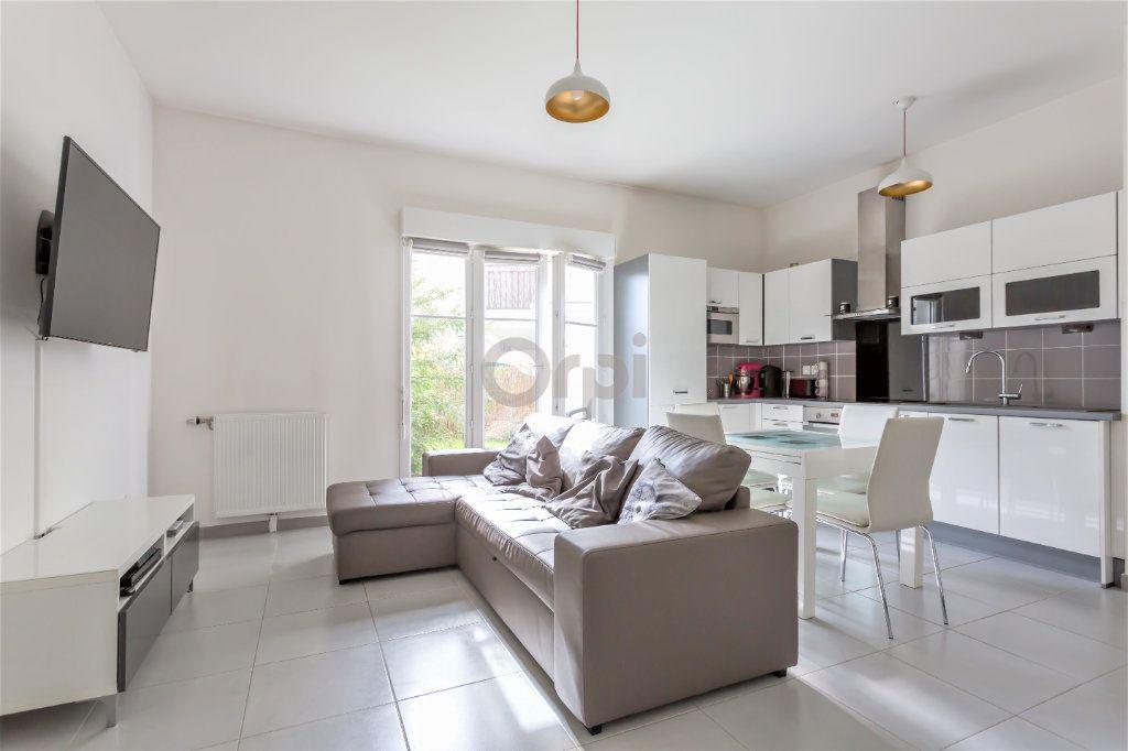 Appartement à vendre 3 64.72m2 à Crosne vignette-1