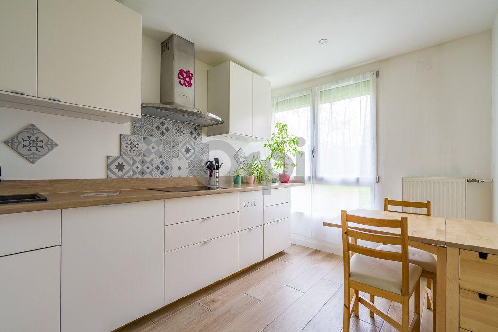 Appartement à vendre 4 75.24m2 à Crosne vignette-3
