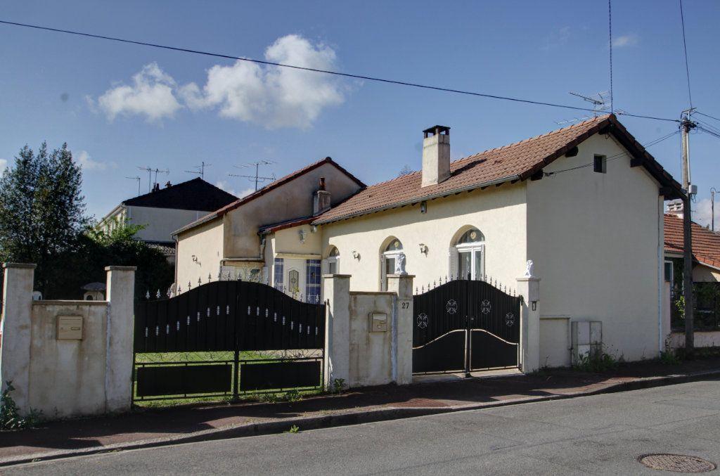 Maison à vendre 6 110m2 à Saint-Jean-de-la-Ruelle vignette-1