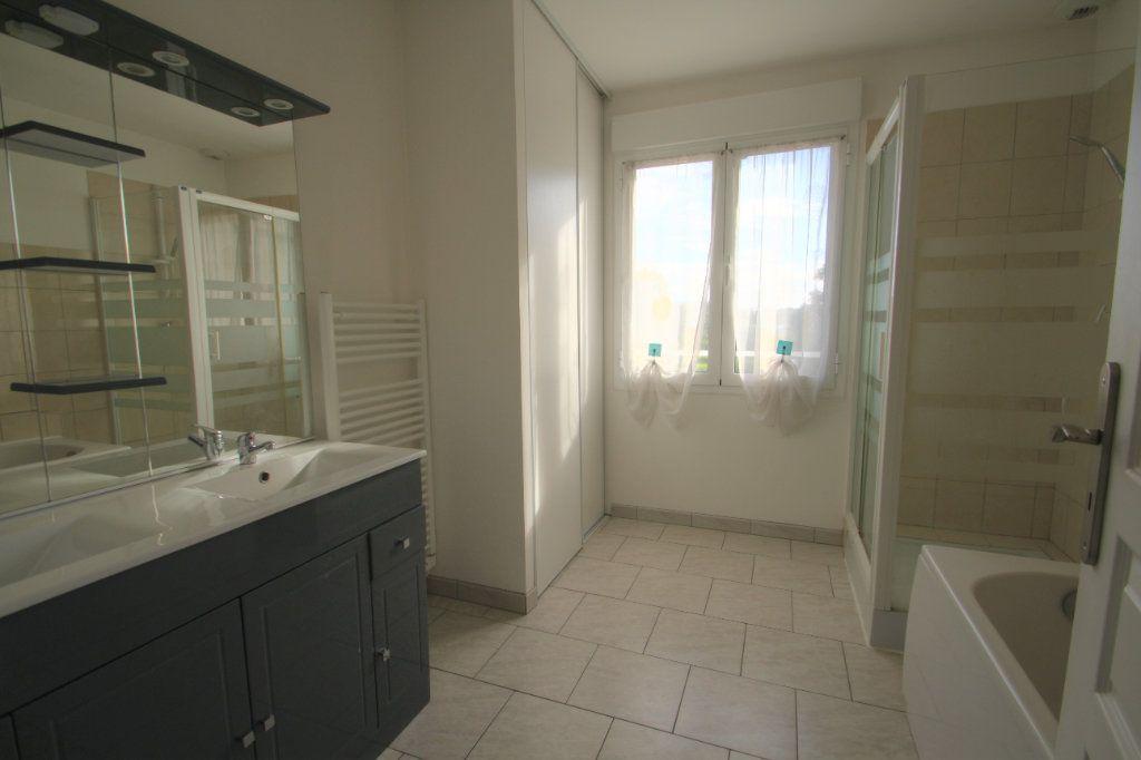 Maison à vendre 5 114m2 à Saran vignette-6
