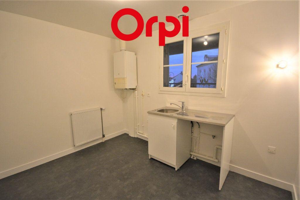 Appartement à vendre 3 57m2 à Chanteloup-en-Brie vignette-3