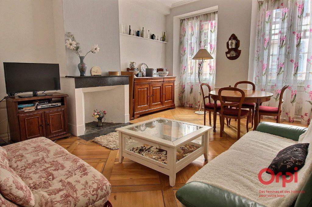 Appartement à louer 4 121m2 à Colmar vignette-3