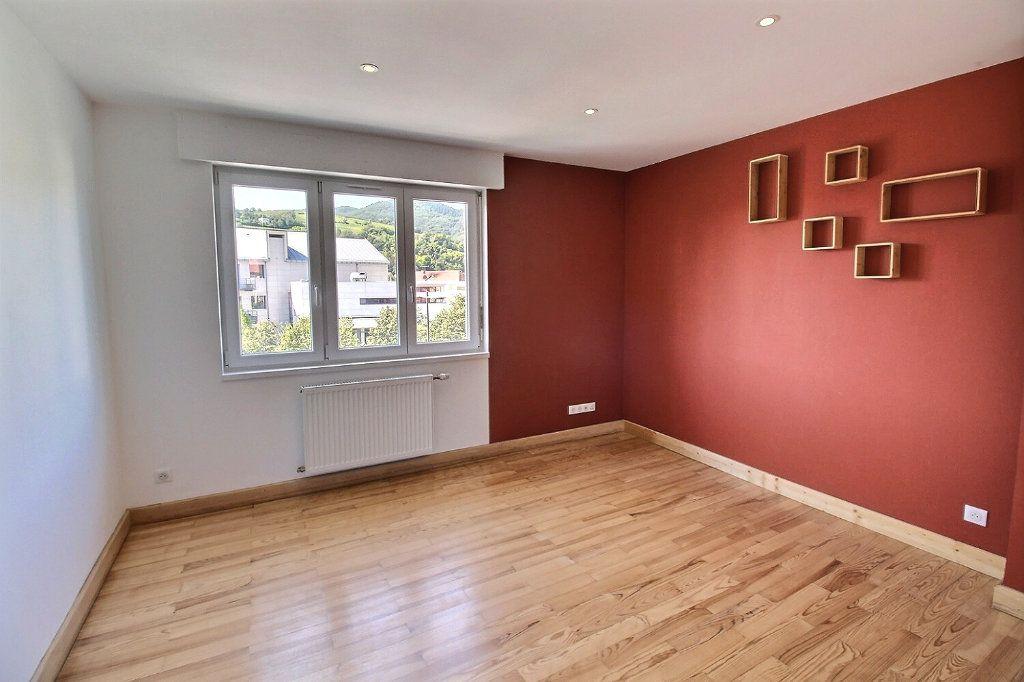 Appartement à louer 3 63.8m2 à Wintzenheim vignette-1