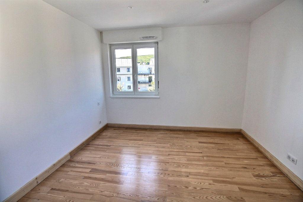 Appartement à louer 3 63.8m2 à Wintzenheim vignette-5