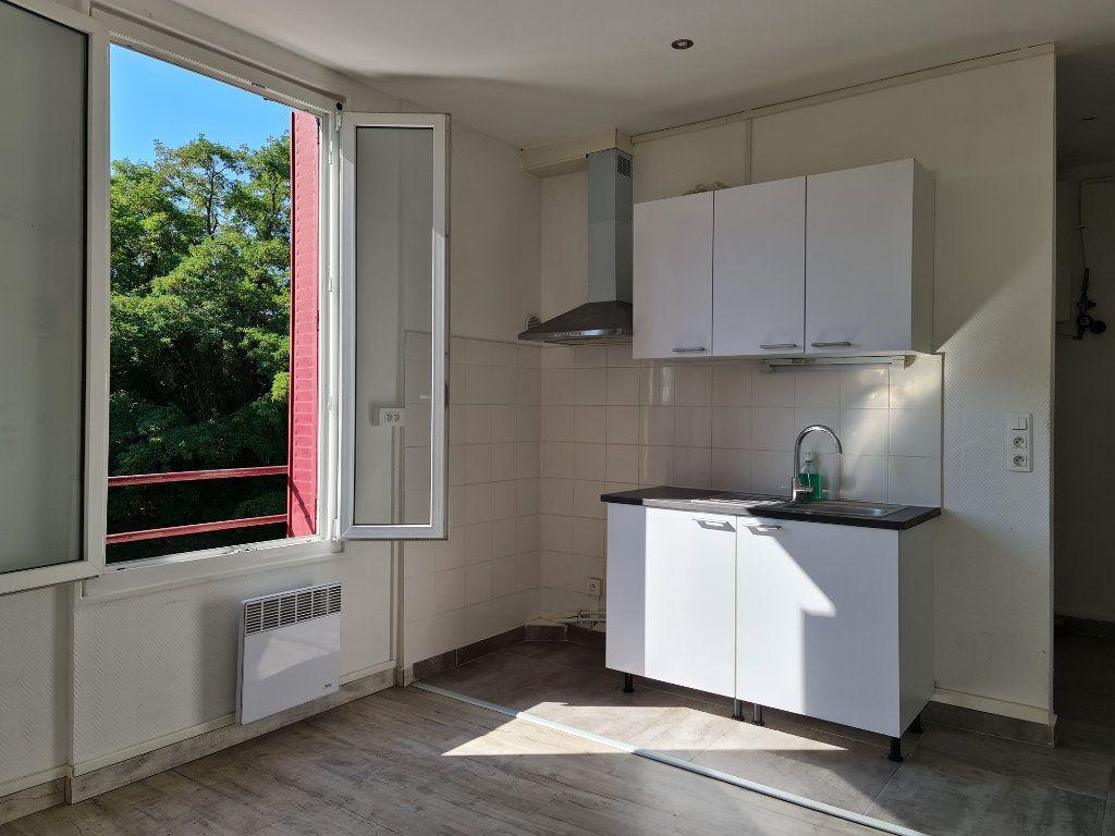 Appartement à louer 2 27m2 à Vigneux-sur-Seine vignette-1
