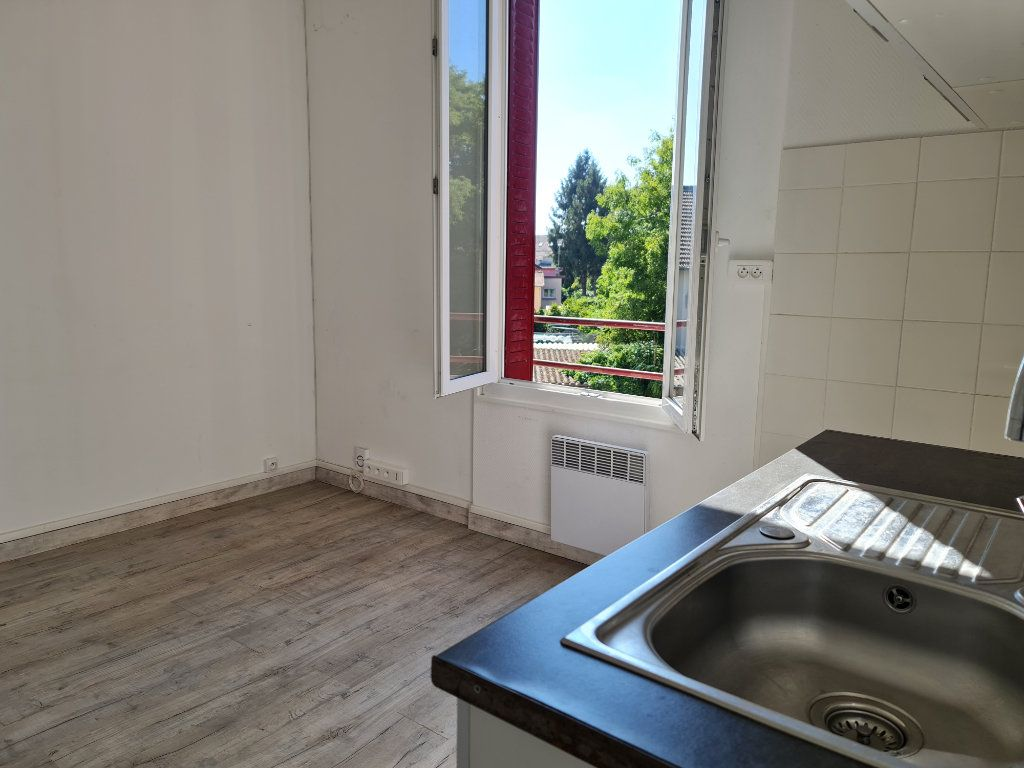 Appartement à louer 2 27m2 à Vigneux-sur-Seine vignette-2