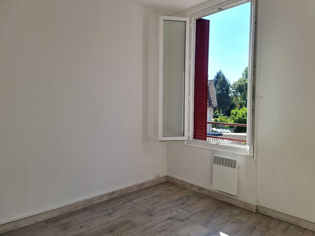 Appartement à louer 2 27m2 à Vigneux-sur-Seine vignette-3