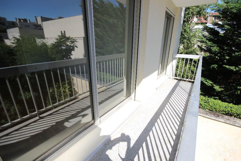 Appartement à louer 2 43m2 à Boulogne-Billancourt vignette-3
