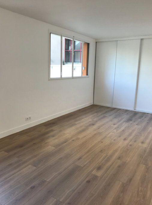 Appartement à louer 1 28.38m2 à Boulogne-Billancourt vignette-2